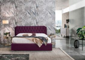 Импозантная кровать