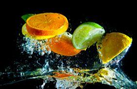 Вариант фотопечати: Фрукты в воде-1